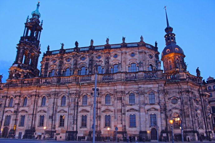 Foto Dresden Gebäude Rathaus Abendlicht