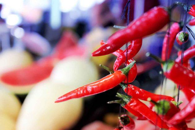 Peperoni | Gemüse | Markt | Rot | Scharf