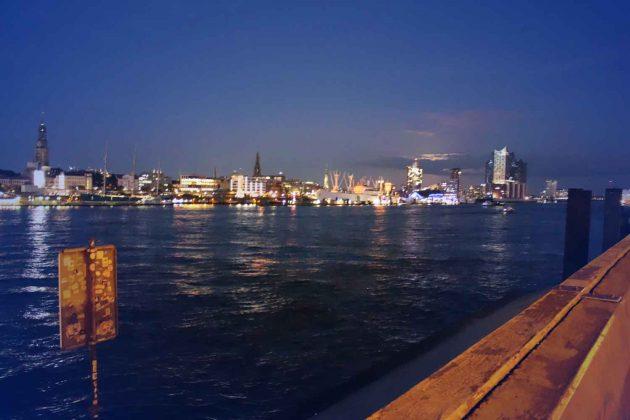Foto Skyline Hamburg Hafen Abendstimmung Elbe Elbphilharmonie Elphi