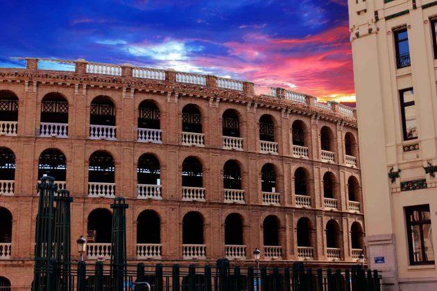 Foto Stierkampfarena in Valencia in Abendstimmung